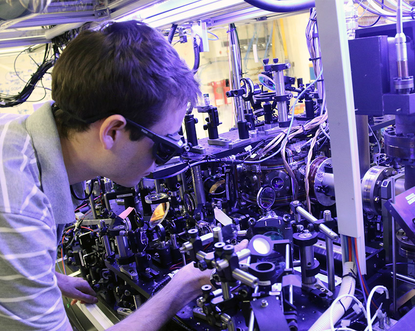 CQT PhD student Christian Gross at work in the lab
