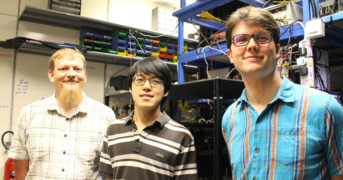 Quantum scientists Christian Kurtsiefer, Wilson Chin Yue Sum and Matthias Steiner